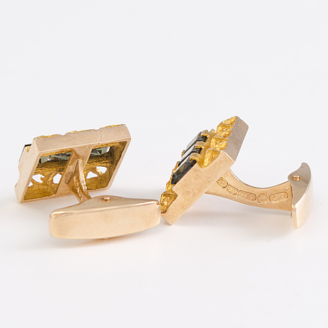A pair of 14k cufflinks with synthetic spinells by tammen koru ky, Åbo, finland 1969.