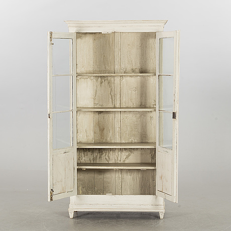 Cabinet from the early 20th century.
