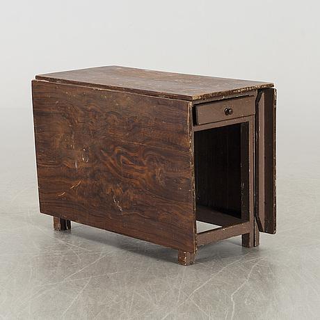 A 19th century gateleg table