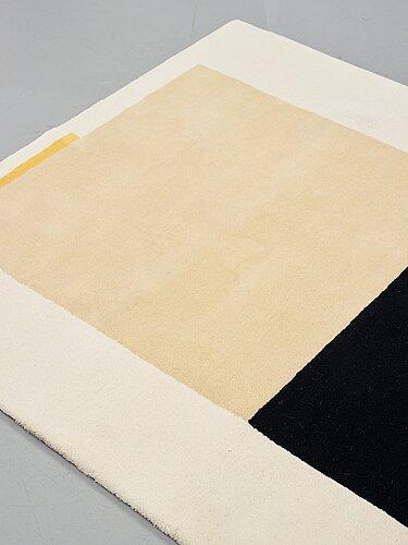 """Nils kölare, a carpet, """"kohlare - 1"""", handtufted, nils kölare/asplund, ca 219,5 x 158,5 cm."""