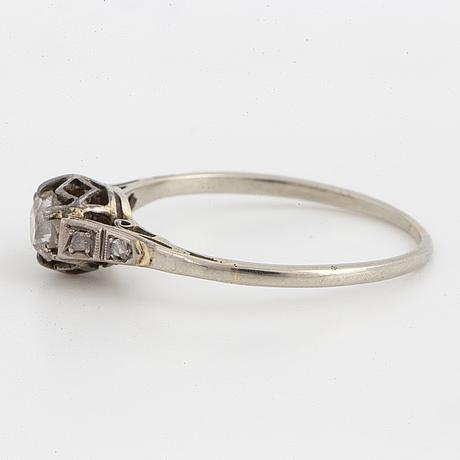 Diamond with old-cut diamond.