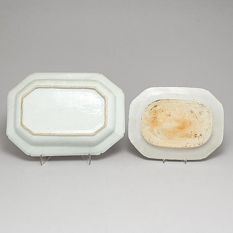 Serveringsfat, två stycken, kompaniporslin. qingdynastin, qianlong (1736-95).