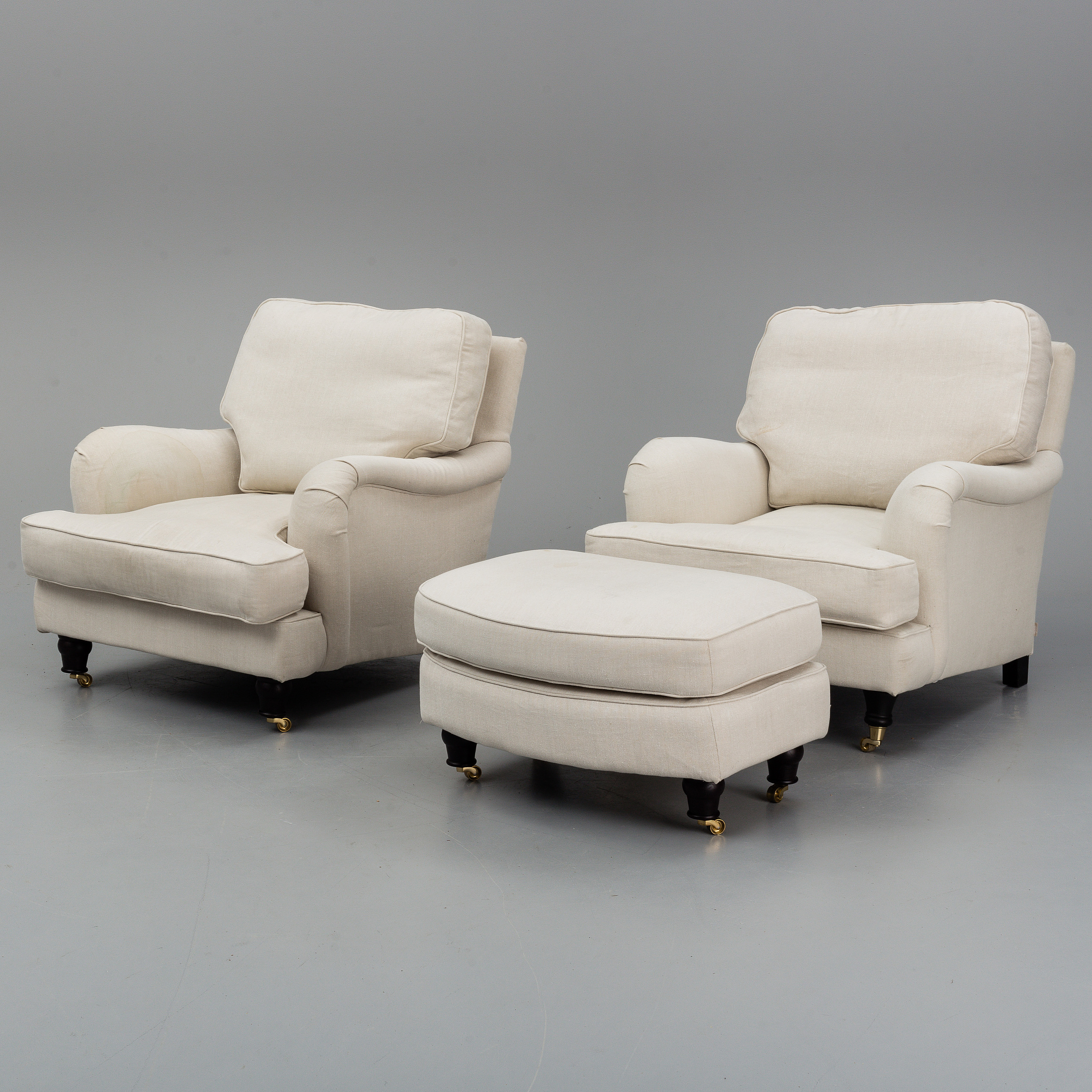 Excellent A Pair Of Easy Chairs With One Foot Rest Englesson Bukowskis Machost Co Dining Chair Design Ideas Machostcouk