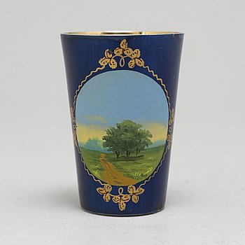 A Russian early 20th century vodka cup / charka, unidentified maker, St. Petersburg. Imperial Warrant.