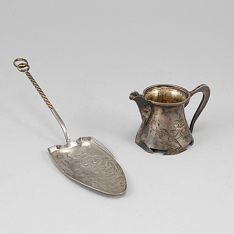 A russian 20th century silver cream jug and cake slicer, the jug marked 2nd artel, moscow after 1908.
