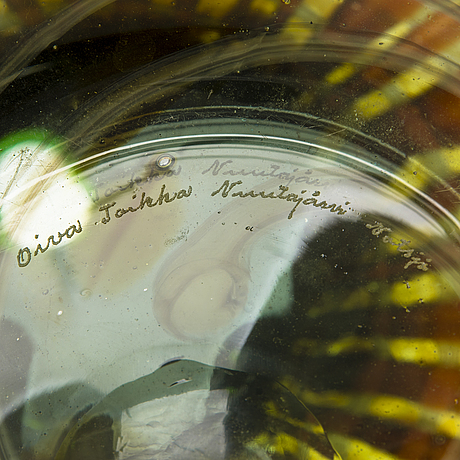 Oiva toikka, an art glass signed oiva toikka, nuutajärvi notsjö.