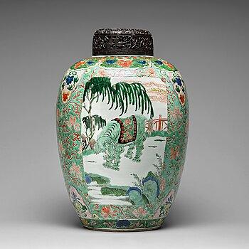 641. A large famille verte jar, Qing dynasty, Kangxi (1662-1722).