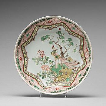 642. A famille verte dish, Qing dynasty, Kangxi (1662-1722).