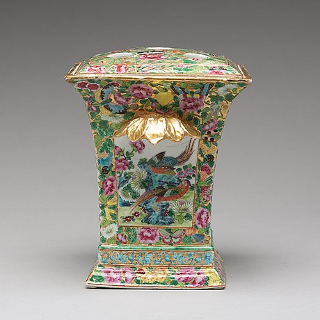 A canton famille rose tulip vase with liner, qing dynasty, 19th century.