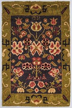 """A Sylvi Salonen Finnish long pile rug, """"SYLVI SALONEN, rya, """"Kansanomainen"""" 1951, Turku Finland."""