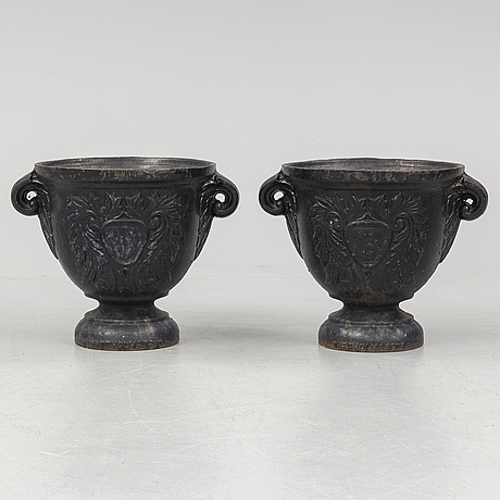 A pair of cast iron garden plant pots from wattholma bruk, 20th century.