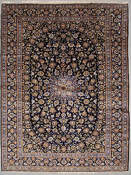 A carpet Kashan ca 403 x 302 cm.