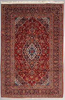 a carpet, Kashan, ca 314 x 206 cm.