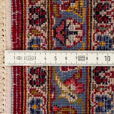 A carpet, kashan, ca 296 x 198 cm.