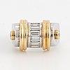 Ring, med baguettslipade och briljantslipade diamanter.