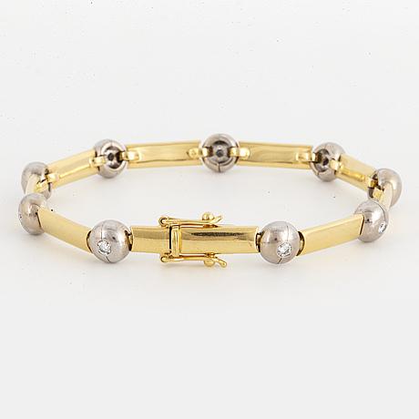 Brilliant-cut diamond bracelet.