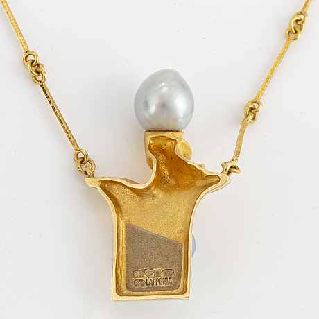 """Lapponia, collier med odlade pärlor """"biskopens hatt""""."""