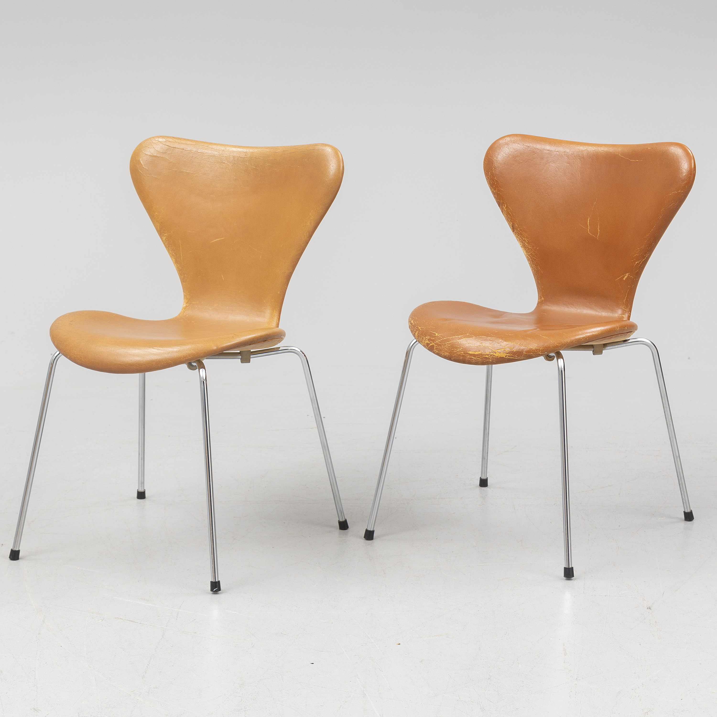 Pleasing Arne Jacobsen A Pair Of Sjuan Leather Chairs Bukowskis Pabps2019 Chair Design Images Pabps2019Com