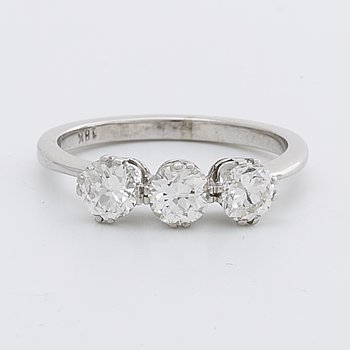RING 18K whitegold w 3 brilliant-cut diamonds approx 1 ct in total.