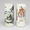 Peruk/penselvaser, två stycken, porslin. kina, tidigt 1900-tal.