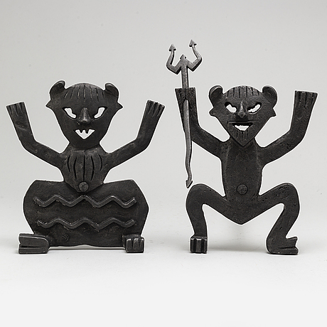 A pair of fireplace paraphernalia from the 20th century.