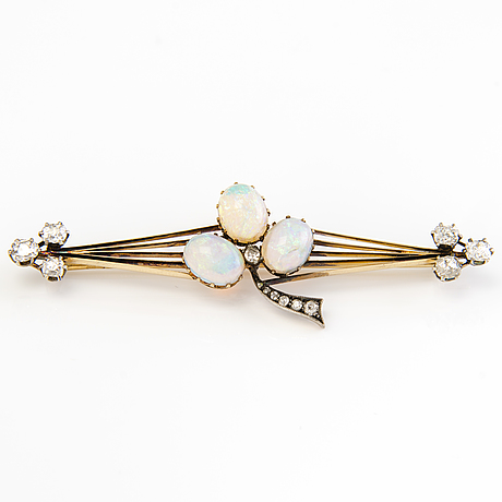 A 14k gold brooch with opals and old cut diamonds. st. petersburg.