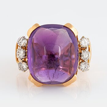 981. A WA Bolin ring in 18K gold set with a cabochon-cut amethyst and round brilliant-cut diamonds.