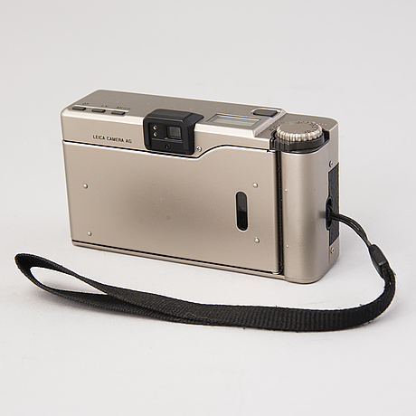 A leica minilux with bag and no. 2135304.