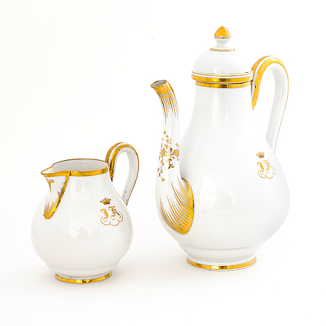 A russian imperial porcelain factory pot and cream jug, st petersburg, time of alexander ii (1855-1881).