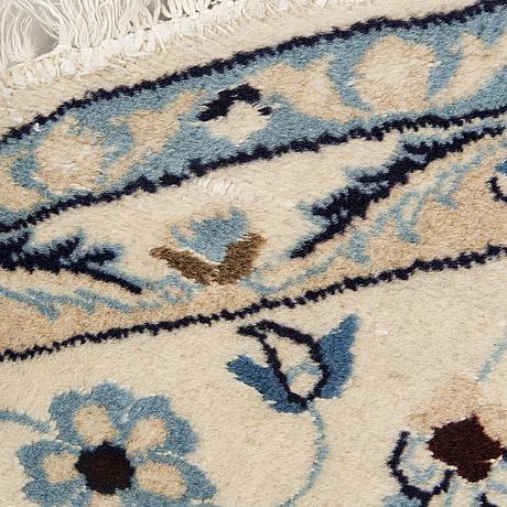 Matta, nain, part silk, diameter ca 250 cm.