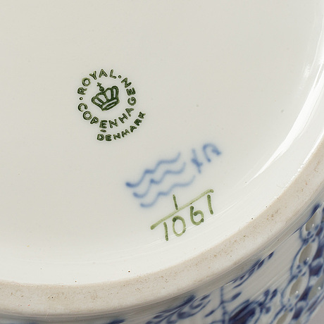 Royal copenhagen, 13-pieces of 'musselmalet' porcelain, denmark.