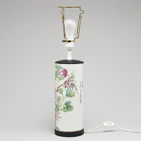 A chinese famille rose hat stand, turned into a table lamp, early 20th century.