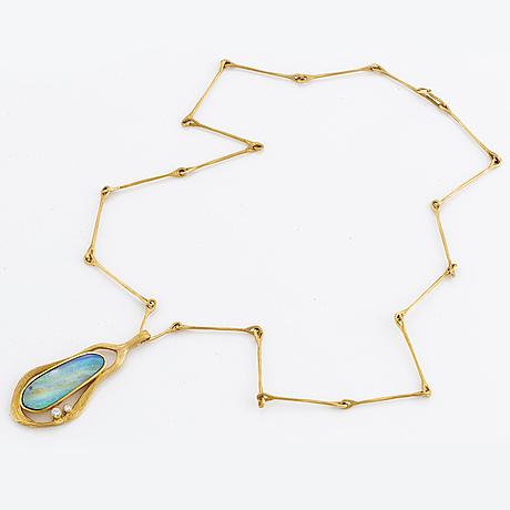 Ole lynggaard, collier med opal och briljantslipade diamanter.