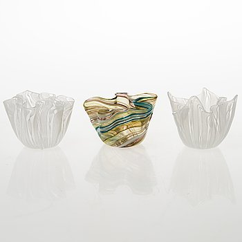 Three 'Fazzoletto' filigree glass bowls, one signed Venini, Murano. Italy, mid- and latter half of the 20th Century.