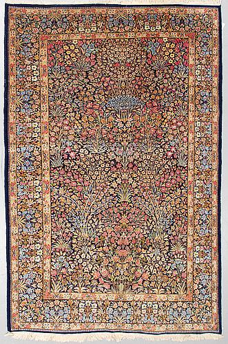A carpet old kerman, ca 279 x 176 cm.
