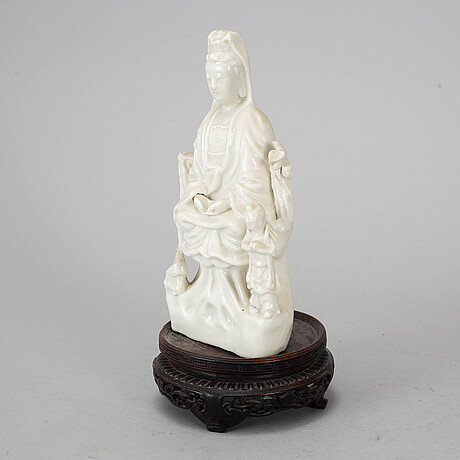 A blanc de chine figure of guanyin, qing dynasty, 19th century.