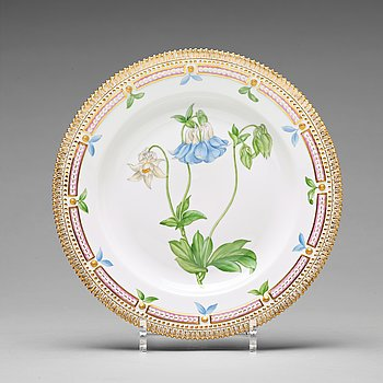 "367. A set of 12 Royal Copenhagen ""Flora Danica"" dinner dishes, Denmark, 20th Century."