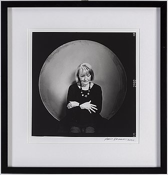 HANS GEDDA, photograph signed and dated 2000.
