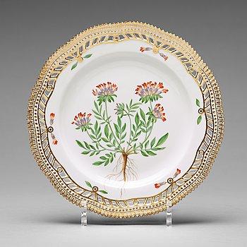 368. A set of 12 Royal Copenhagen 'Flora Danica' dessert dishes, Denmark, 20th Century.