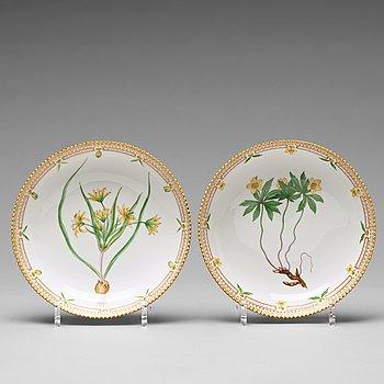 369. A pair of Royal Copenhagen 'Flora Danica' bowls, Denmark, 20th Century.