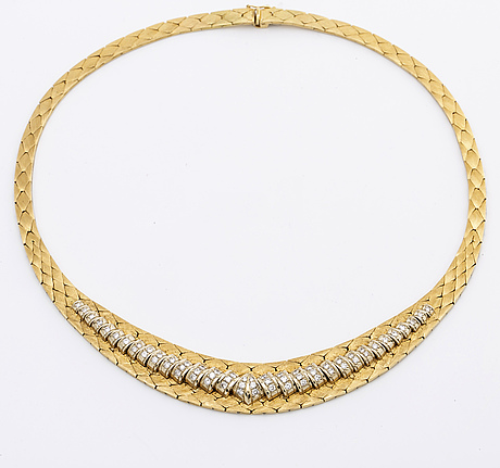 Gold necklace 18k gold w brilliant-cut diamonds approx 1,5 ct in total, total weight approx 79 g.