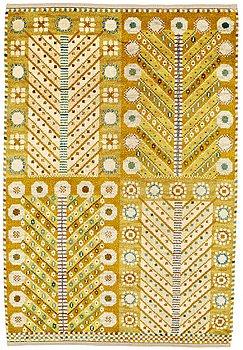 "185. Marianne Richter, A CARPET, ""Gula trädet"", knotted pile, ca 199,5 x 135 cm, signed AB MMF MR."