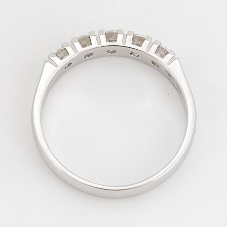 Round brilliant-cut diamond ring.