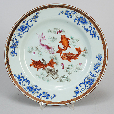 A famille rose export porcelain plate, qing dynasty, qianlong (1736-95).