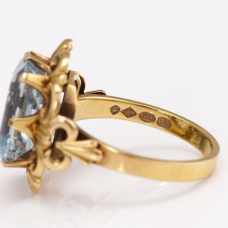 Tillander oy ab, a 18k gold jewellery suite with aquamarines. helsinki 1979.