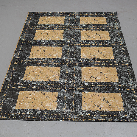 """Astrid sampe, """"soft sand"""", plied printed fabric, ca 241 x 129 cm (as well as 49-50 cm folded at the back)."""
