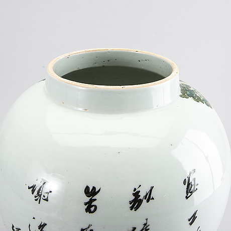 A chinese porcelain jar with cover, 20th century.