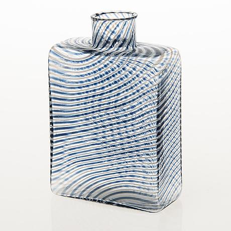 A kaj franck flask in filigran glass. signed kaj franck nuutajärvi notsjö 1981 and numbered 439/1000.
