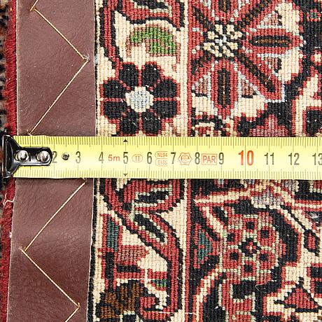 An oriental 'bidjar' carpet. circa 254x204 cm.