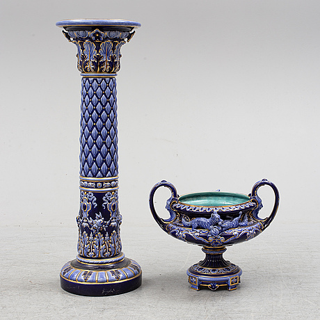A rörstrand majolica vase and pedestal from ca 1900.